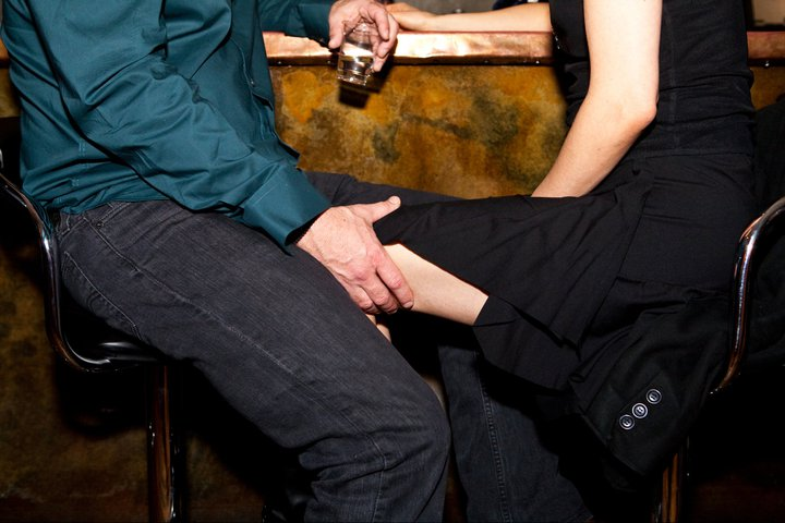 hand on thigh at bar
